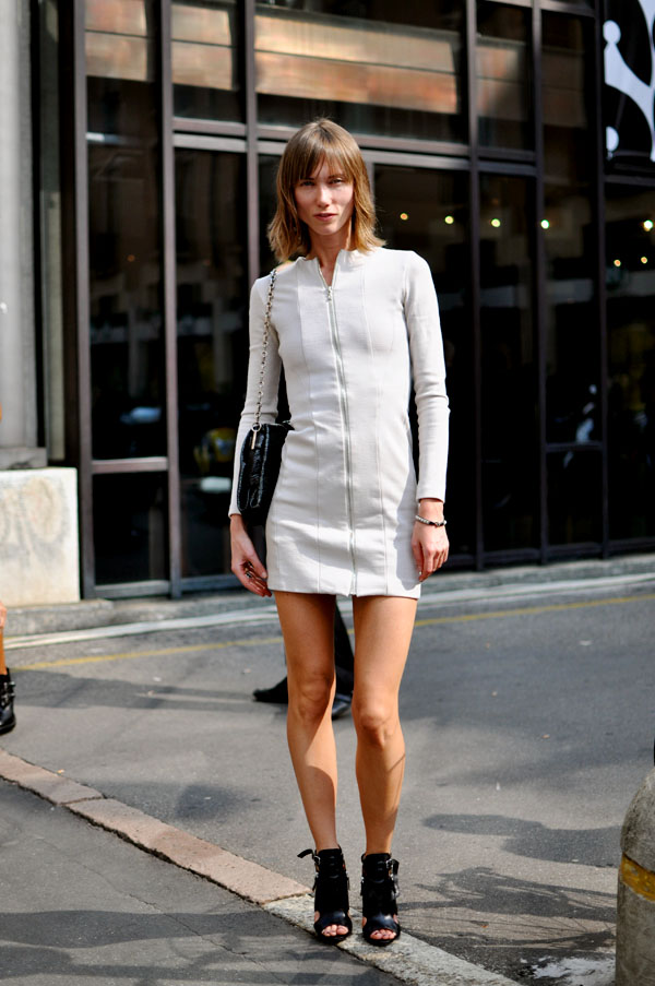 Anya Ziourova, Milan Fashion Week | Trendycrew :  handbag dress sexy sandals